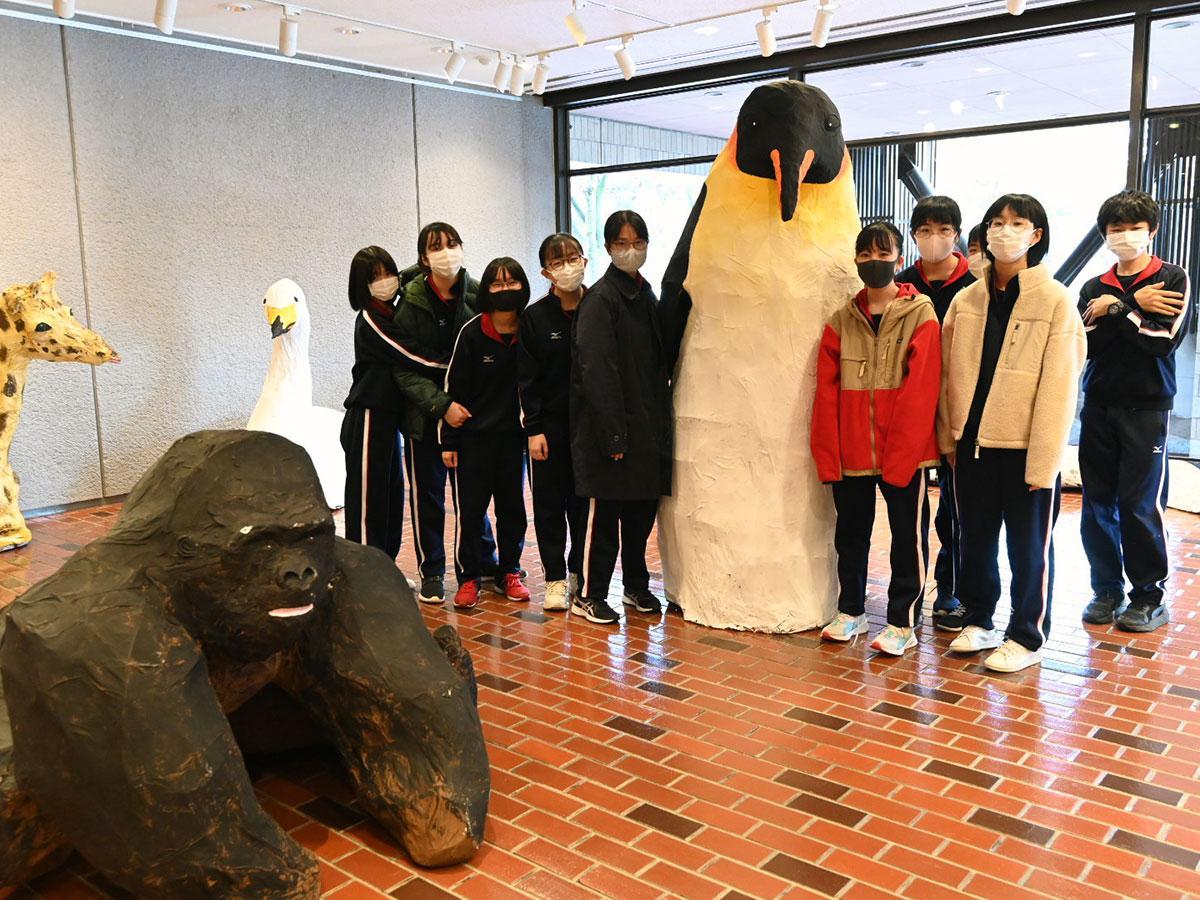 15作品が並ぶ「目が合うひろふ動物園展」