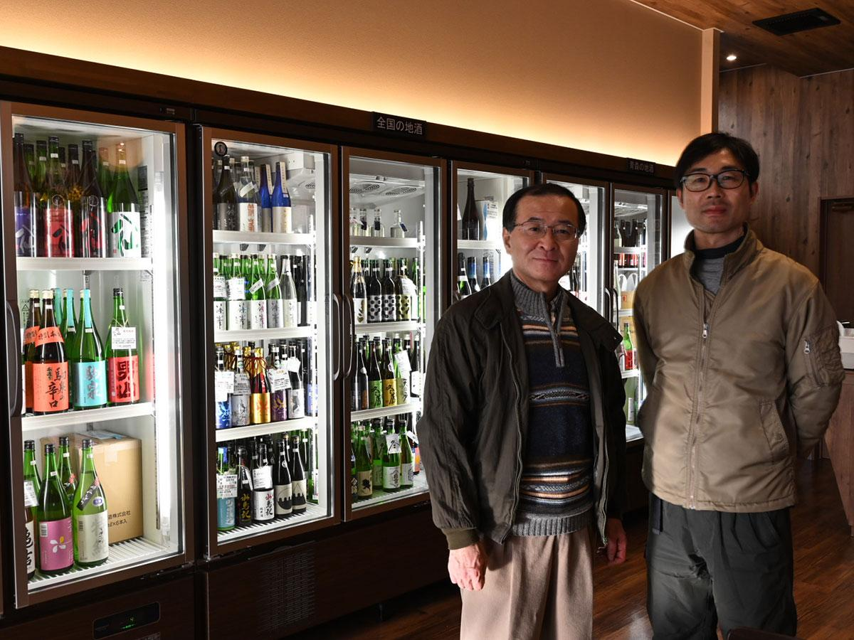 (左から)店主の加藤貴大さん、従業員の石山忍さん