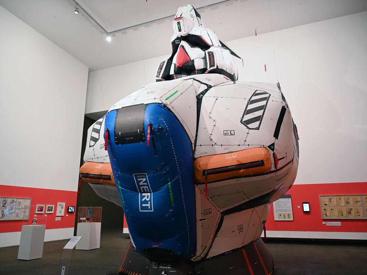 目玉展示の一つ、高さ7メートルの「リ・ガズィ」のダミーバルーン(C)創通・サンライズ
