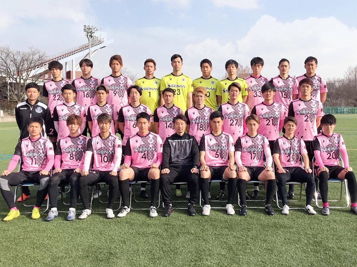 新ユニホームの今季のブランデュー弘前の選手たち(写真提供=ブランデュー弘前FC)