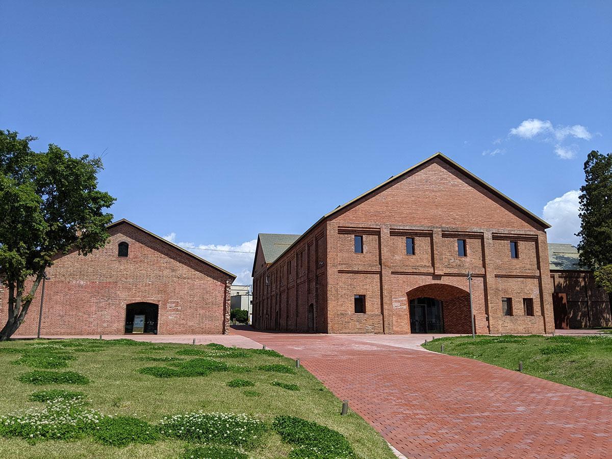 「フランス国外建築賞」グランプリを受賞した「弘前れんが倉庫美術館」