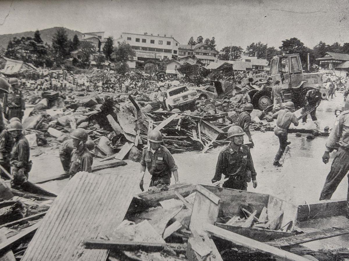 土石流に押し流された百沢地区の被災地。自衛隊が出動した(岩木山百沢土石流災害調査報告書より)