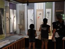 弘前の画廊で恒例の「ゆうれい展」 今年はアマビエの木工作品も