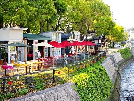 店舗写真=左から「オイスター・コンクラーベ牡蠣亭」、「cafe REGALO」、「ZEN」、「ピース・ポット」