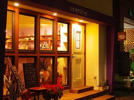 写真=広島・庚午中にオープンした「ミカ GRAND CAFE」外観