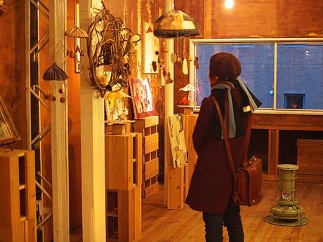 写真=石田敦子さんのインスターレーション展「ROUNDABOUUT」