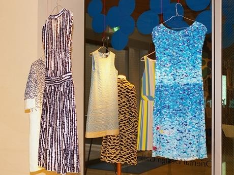 写真=会場に展示されたミナペルホネンの洋服