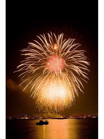 写真=昨年行われた、広島みなと夢花火大会の様子