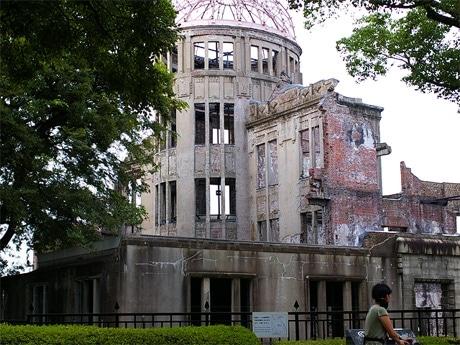 写真=「被爆ピアノコンサート」が行われる原爆ドーム前