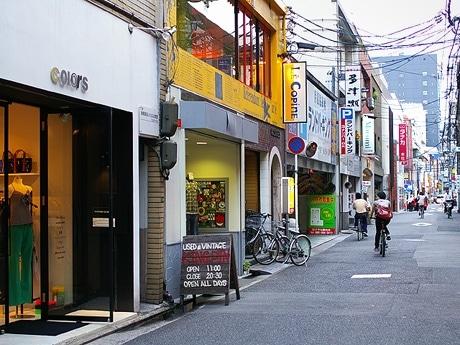 写真=広島市最大の繁華街・本通りの南に平行する2本の名もない裏通り