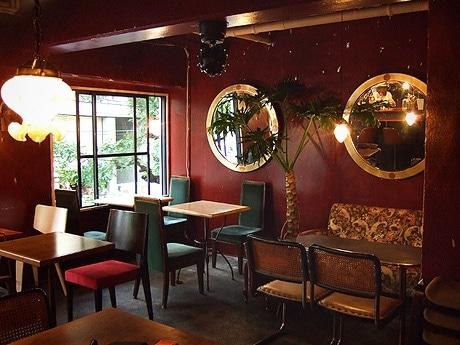 映画「花様年華」を店内のイメージコンセプトにしたカフェ「シャララ」