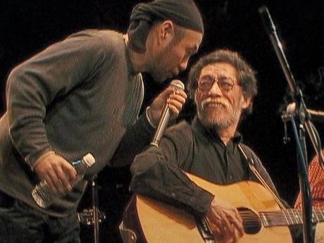上映作品「タカダワタル的ゼロ」の一場面。泉谷しげるさん(左)と高田渡さん(右)。(c)2008 ALTAMIRA MUSIC & PICTURES