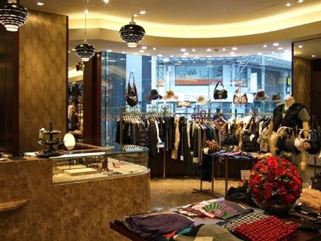 中四国エリア初出店となる「ROSE BUD」。店内には国内外のアイテム約300点が並ぶ。