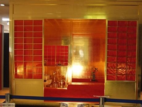 400年以上前に豊臣秀吉の命により作られた「黄金の茶室」を復元