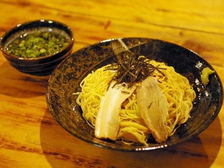 ラーメンをそうめんのように食べる「ラーソー麺」。「辛幸(しんこう)らぁめん」では、女性客からの注文も多いという。