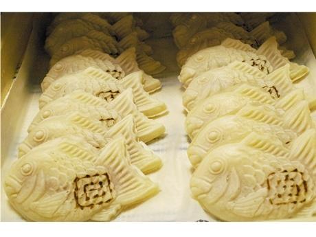 広島では珍しいモチモチした食感の「白い」たい焼き