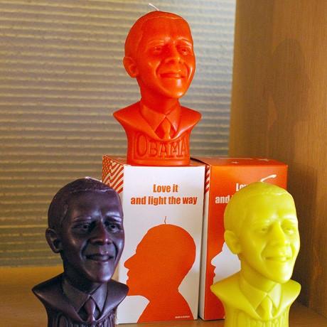 箱には「Yes,We candle…」の文字が描かれるオバマ米大統領のキャンドル