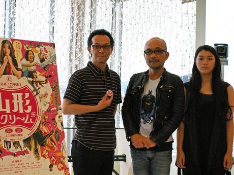 写真左から、「山形スクリーム」出演の緋田康人さん、竹中直人監督、主演の成海璃子さん。