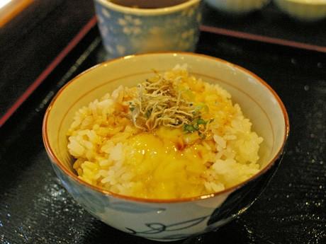 卵かけご飯専門店「たま一」の卵かけご飯。卵とご飯、しょうゆにこだわる。