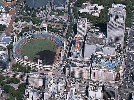 旧広島市民球場や周辺の紙屋町が写る航空写真。提供:広島市広報課