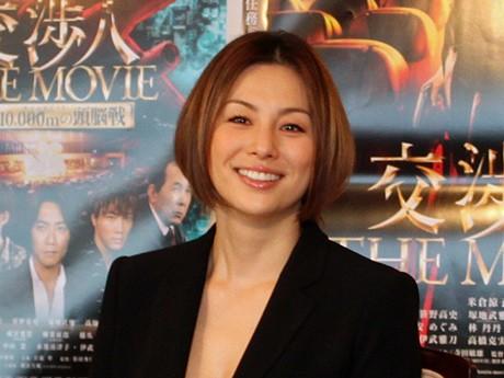 映画「交渉人」で主人公の女交渉人・宇佐木玲子を演じる米倉涼子さん