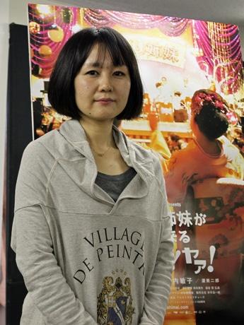 広島で映画「こまどり姉妹がやって来るヤァ!ヤァ!ヤァ!」の記者会見を行った片岡英子監督