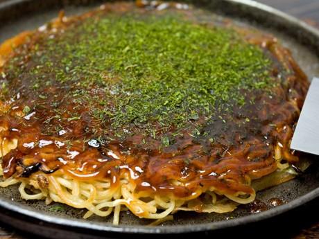 広島風お好み焼きをベースにした広島県東部のB級グルメ「府中焼き」