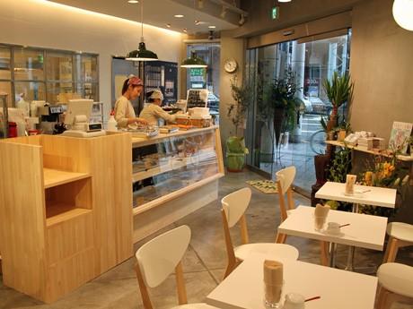 広島にオープンしたドーナツ専門店「フロレスタ」の店内