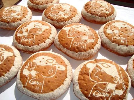 3月30日に開幕する広島市民球場での阪神タイガース3連戦でプレゼントする「坊やパン」