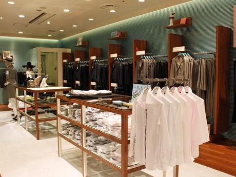 中四国・九州地区では初出店となる女性向けのスーツ専門店「She loves SUITS(シーラブズスーツ)シャレオ広島店」店内