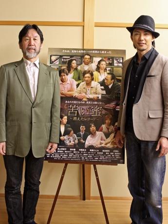 広島での記者会見に臨んだ金子昇さん(右)と亀田幸則監督