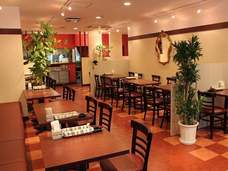 夜は居酒屋業態で運営する洋食店「ぴかんて大手町店」店内