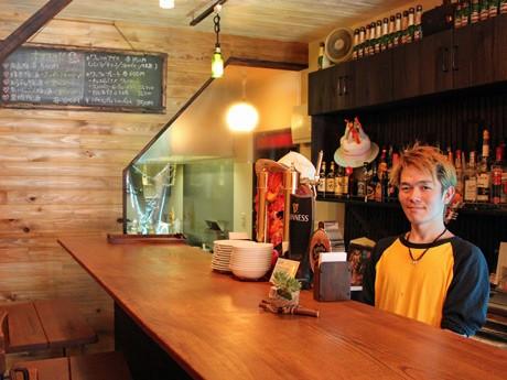 「Cafe smile」オーナーの近藤さん。厨房や接客など1人でこなすことが多い。