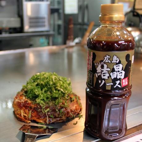 パッケージに「広島専用」の文字が入ったオリジナルのお好み焼きソース「広島わしらの結晶ソース」