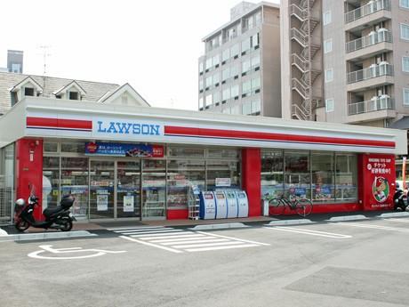 店舗カラーを水色から「赤」に変更した広島市民球場近くのローソン広島東荒神町店外観