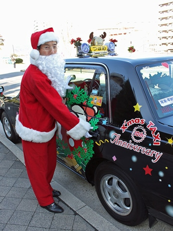 クリスマス期間限定で1台のみ運行するサンタタクシー