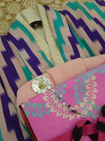 アコースティックライブとファッションショーを行う着物専門店「きもの夢さがし」で扱う着物