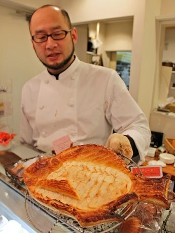 焼きあがったばかりの「めで鯛」。焼き時間は50分ほどだという。