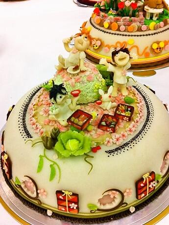 マジパンで作った鮮やかなケーキ