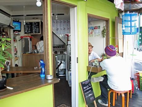カフェと居酒屋の二毛作営業を行う「スプラウトカフェ+竹馬」外観