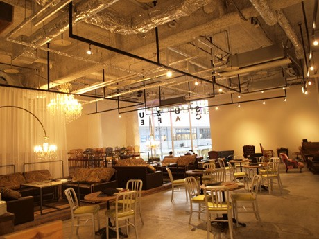 これからコンセプト作りを行うスズカフェ店内。全てのフロアを見渡せるため、貸し切りにも対応する。