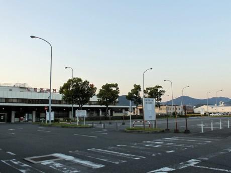 駐車場はアウトレットモール「マリーナホップ」などの協力を得て、準備。会場まで巡回バスを臨時運行する。