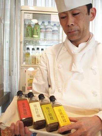 ドレッシングを考案した西坂さんは、日本野菜ソムリエ協会認定のジュニア野菜ソムリエ