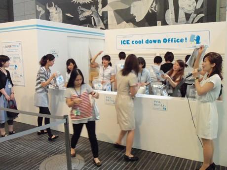 2011年7月に東京・丸の内オアゾで開いたアイスクリームの無料配布キャンペーンの様子