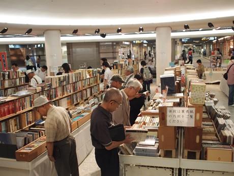 「古本まつり」は年に3回、古書籍商組合が主催する