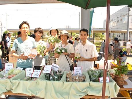 新鮮な農産物を生産者が対面で販売する市場「ひろしまみなとマルシェ」