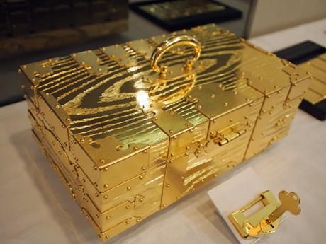 3億円相当の千両箱は非売品として展示する