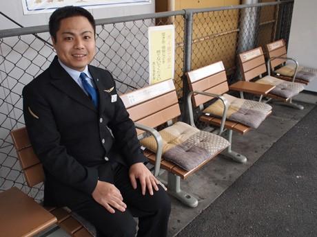 椅子にはクッションと同時に利用者へ向けた一言メッセージも添える
