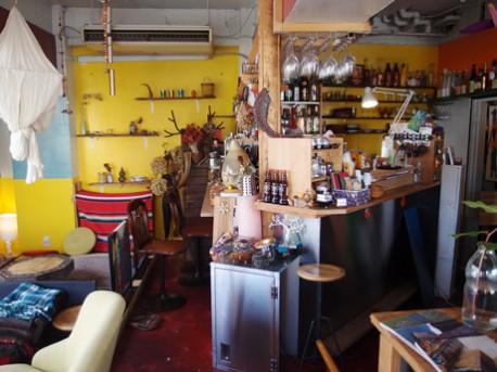 「リヴァ―カフェ」と雰囲気の異なる「2階のリヴァ―カフェ」店内