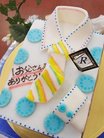 ワイシャツをかたどったケーキ「アントルメ」(3,675円)